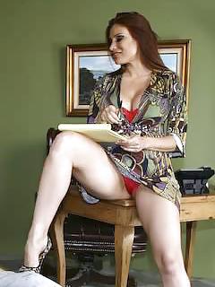 MILF Upskirt Pics